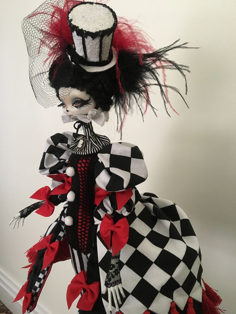 GOTHIC CIRCUS Mixed Media 2018 - toboland | ello
