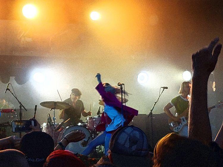 le jump - paramore, concert, beauty - andaelentari | ello