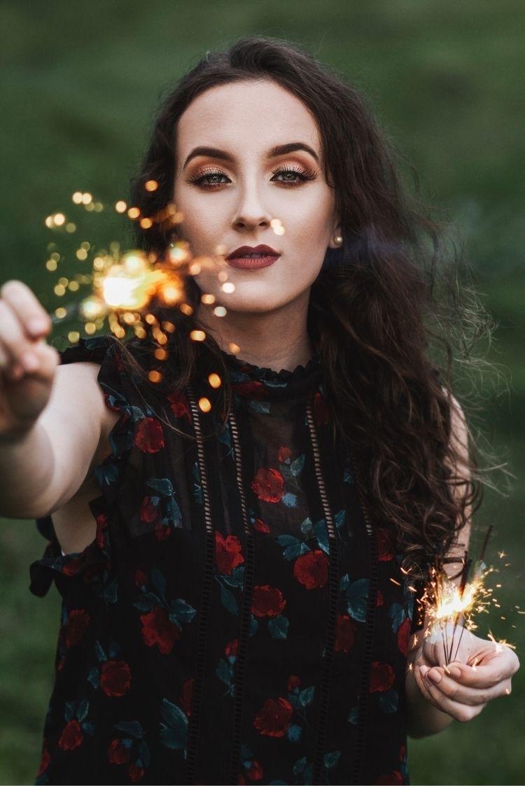 Shine Model: Julia Ferrari - thuanymarcante | ello