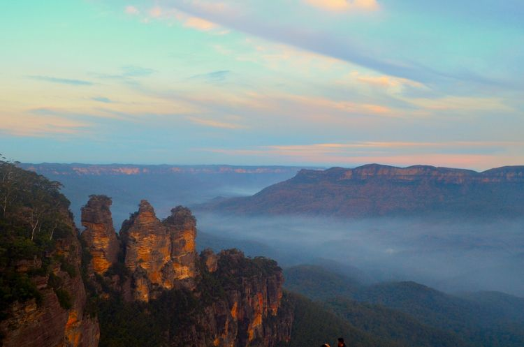 Sunset Blue Mountains Range hou - locart | ello