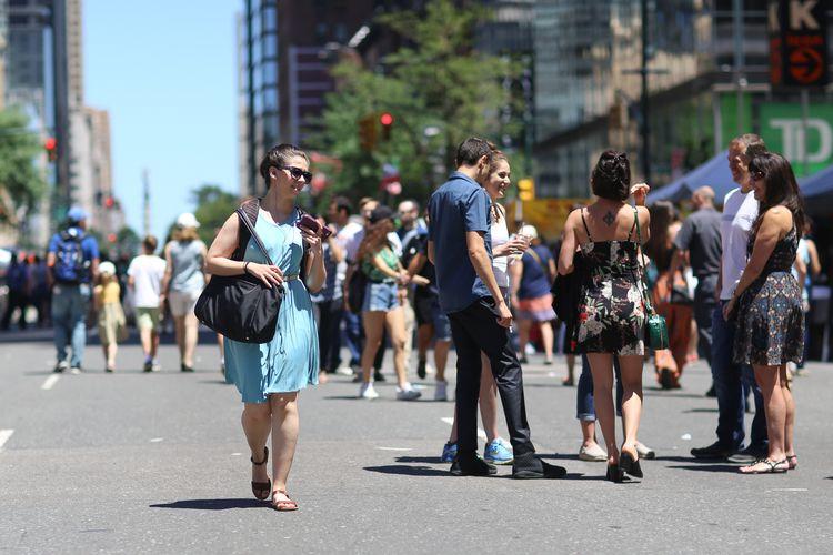 Blue Dress, 8th Avenue, NYC wom - kevinrubin | ello