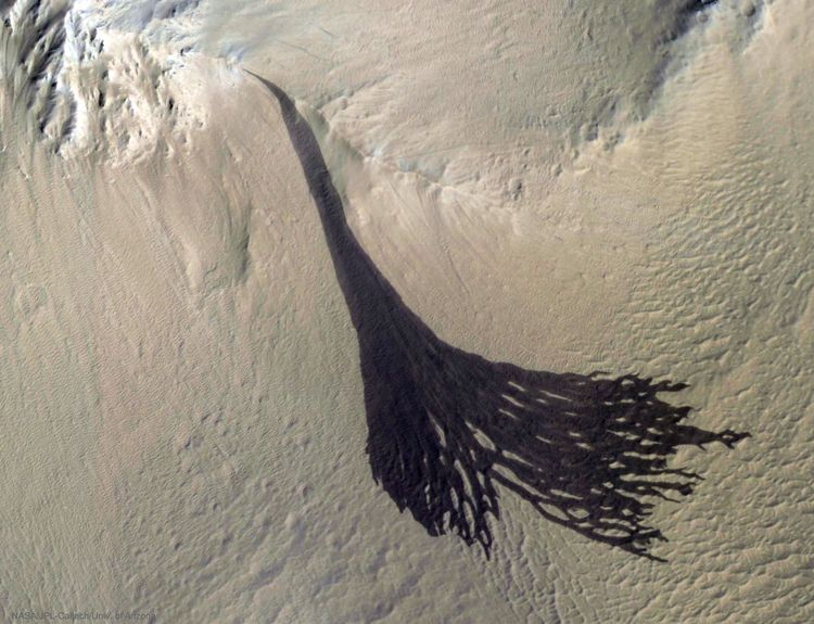 Dark Slope Streaks Split Mars - mars - valosalo | ello