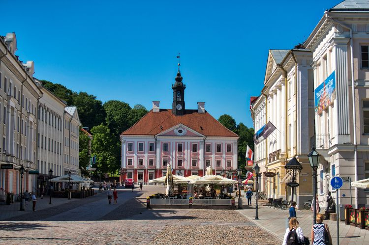 Tartu Town Hall - beautiful Est - neilhoward | ello