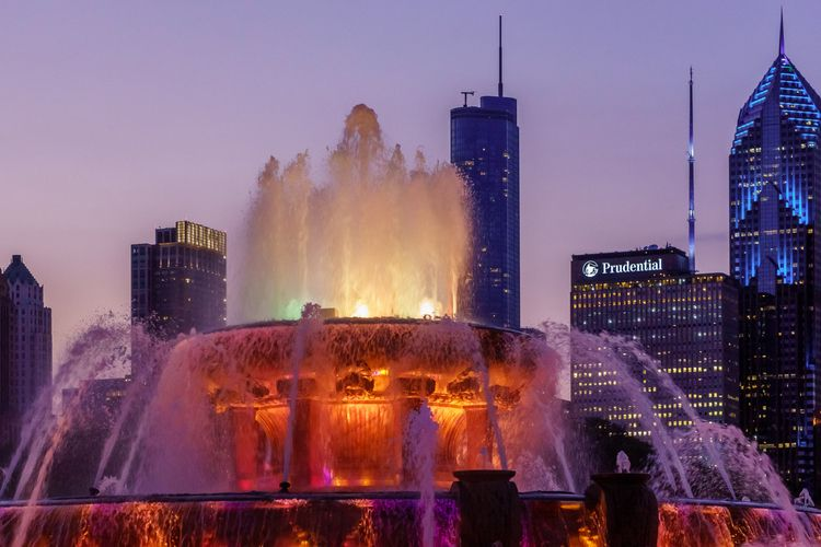 Buckingham Fountain, Chicago su - adam_dooley | ello