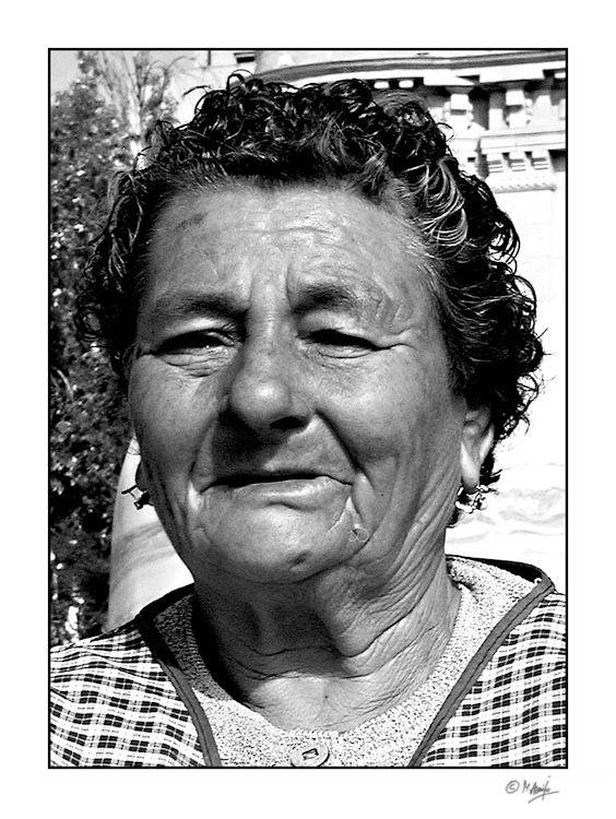 Vendedora de Castanhas - Braga - manuel_araujo   ello