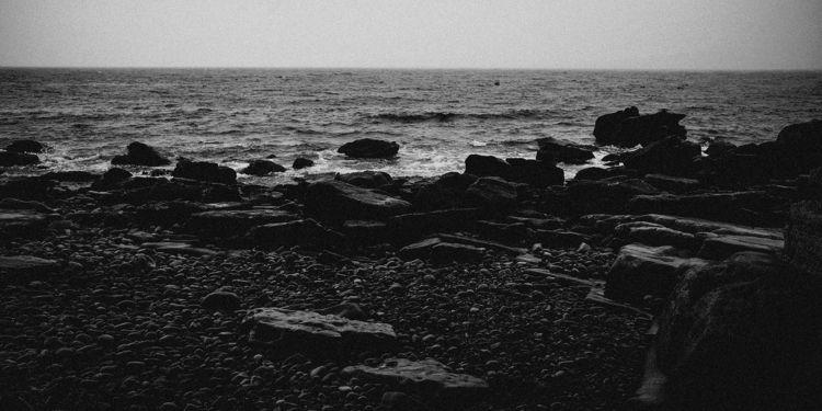 misty beach. ealaghol / elgol.  - salz | ello