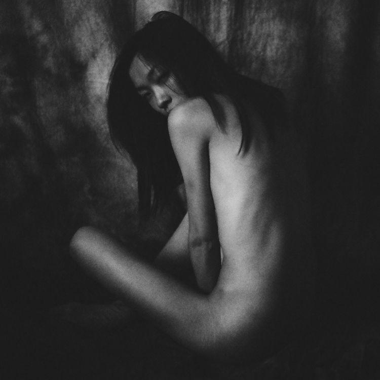 dark beauty model, eyes, body,  - corpus_vertebrae | ello