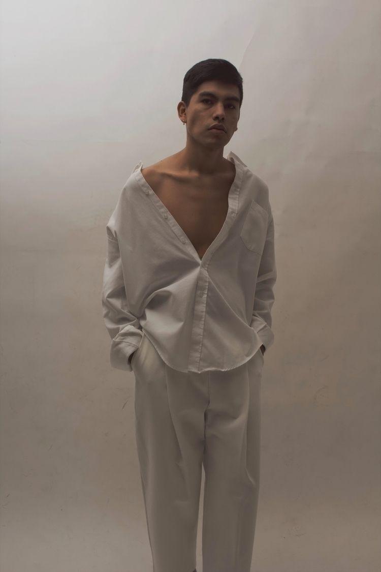 Iran wearing brand El Borde ph - eduardocaballero | ello