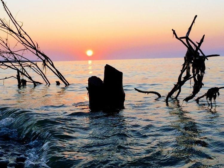Rising Sun Lake Michigan; light - leif_kurth | ello