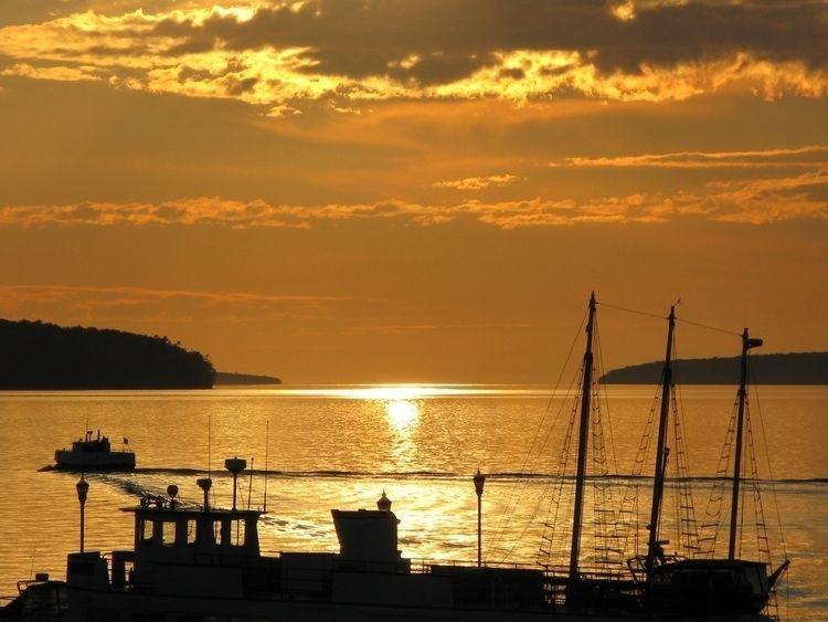 Early Risers Harbor - sunrise, water - leif_kurth | ello