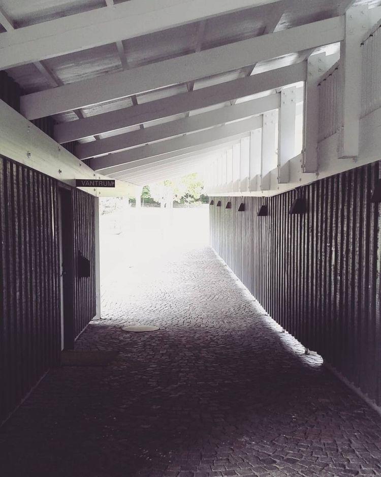 Dörren Väntrum vid Ekens Kapell - skogskyrkogardar | ello