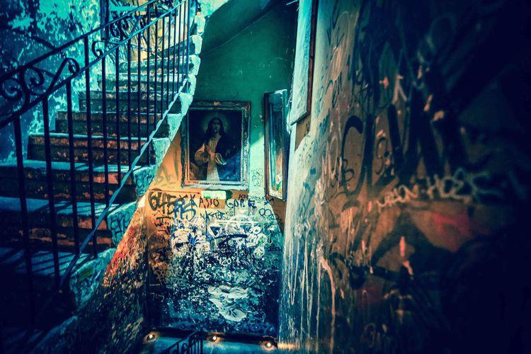 Urban Decay 1 - Budapest 2018 P - lsdcreative | ello