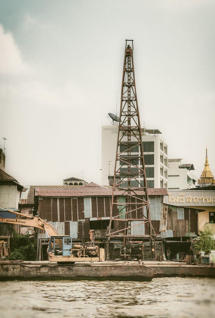 waiting derrick - cityscape, Bangkok - christofkessemeier   ello