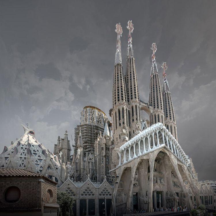 La Sagrada Familia (Gaudi, Barc - johnkosmopoulos | ello