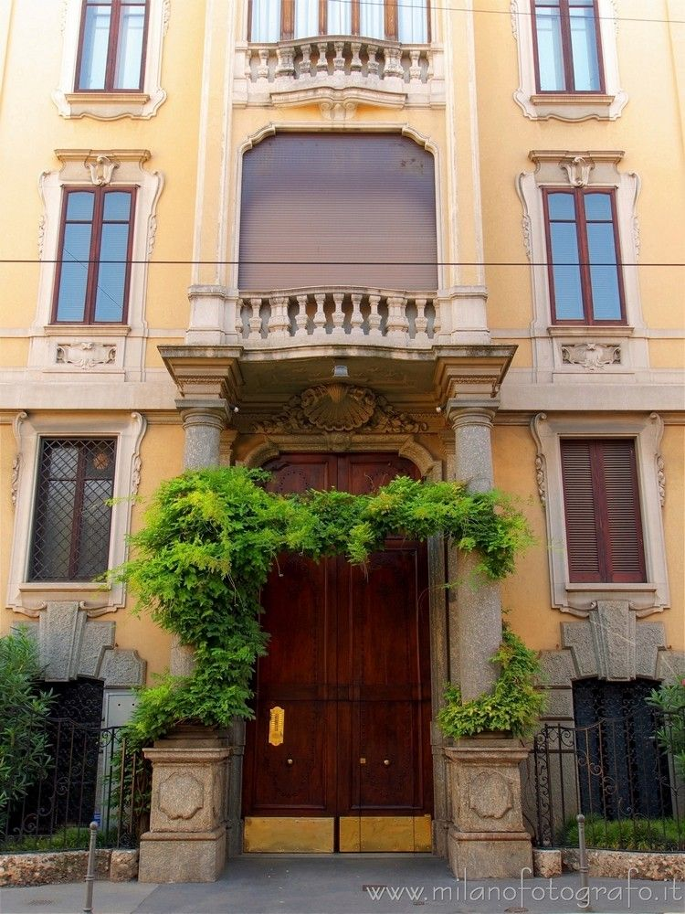 (#Italy): Entrance elegant pala - milanofotografo | ello