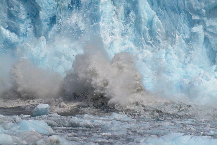 Capturing glacier calving event - lwpetersen | ello