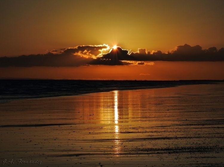 Atardecer desde la playa de El  - jafernandez | ello