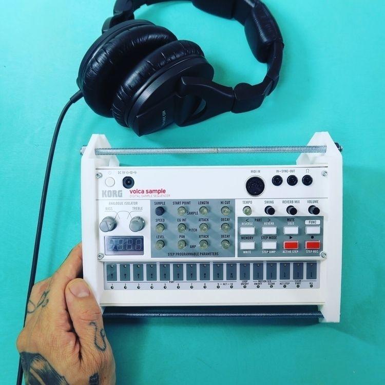 Photo review Sampler. DJ - photography - robertcondol | ello