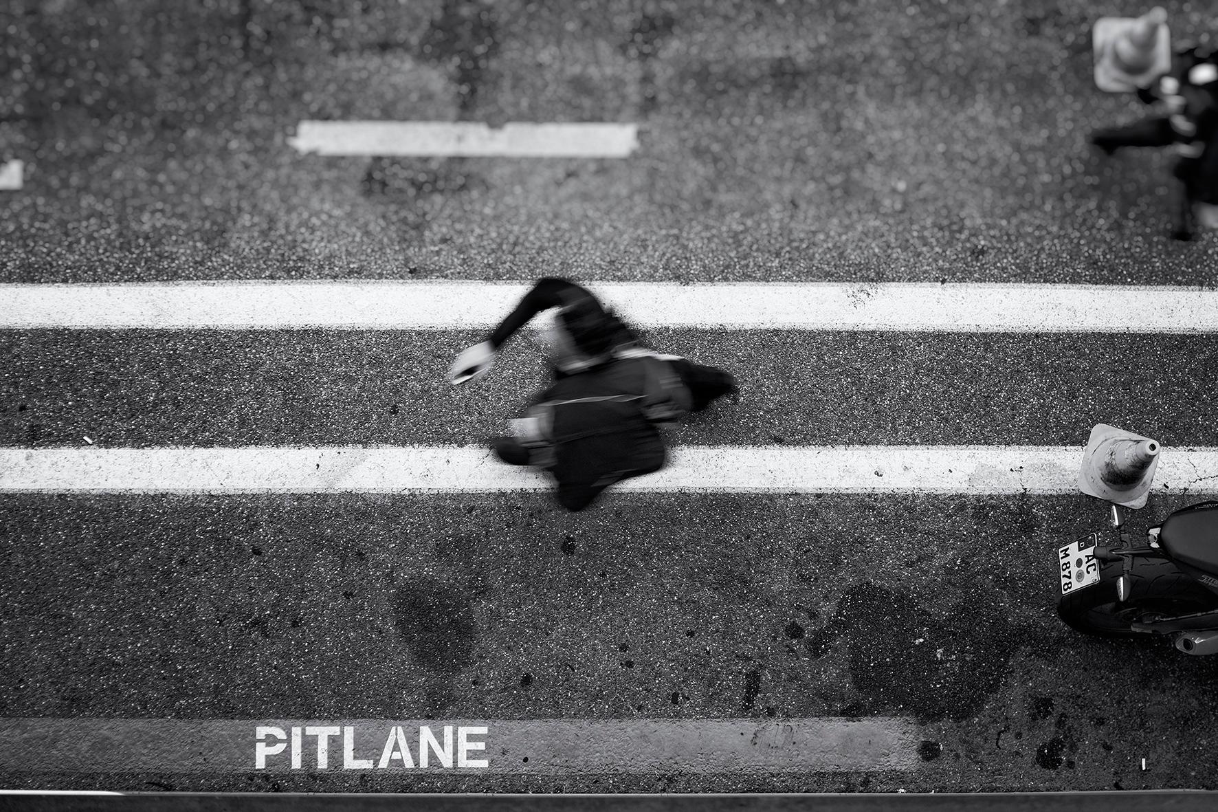 Walking Pitlane life - streetphotography - mauriliers | ello
