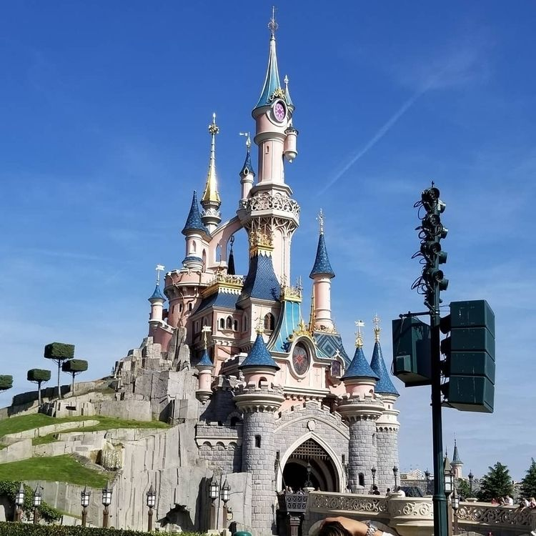 Today visiting Disneyland Paris - midnightjo | ello