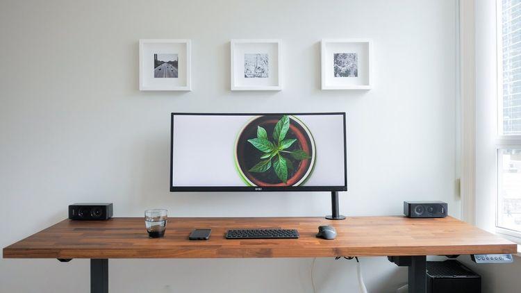 gorgeous desk - sarach | ello
