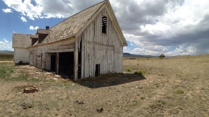 Exploring barn Colorado - mikeselka | ello