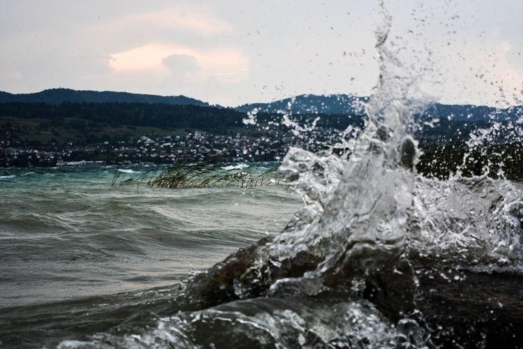 Splashing water - zurich, lake, rocks - glauke_w_ | ello