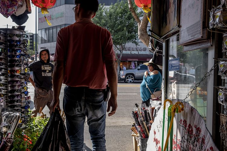 doorway, Chinatown, Los Angeles - frankfosterphotography | ello