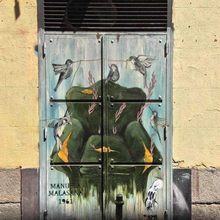 Armchair feathers - Madrid, Malasaña - antoniofse | ello