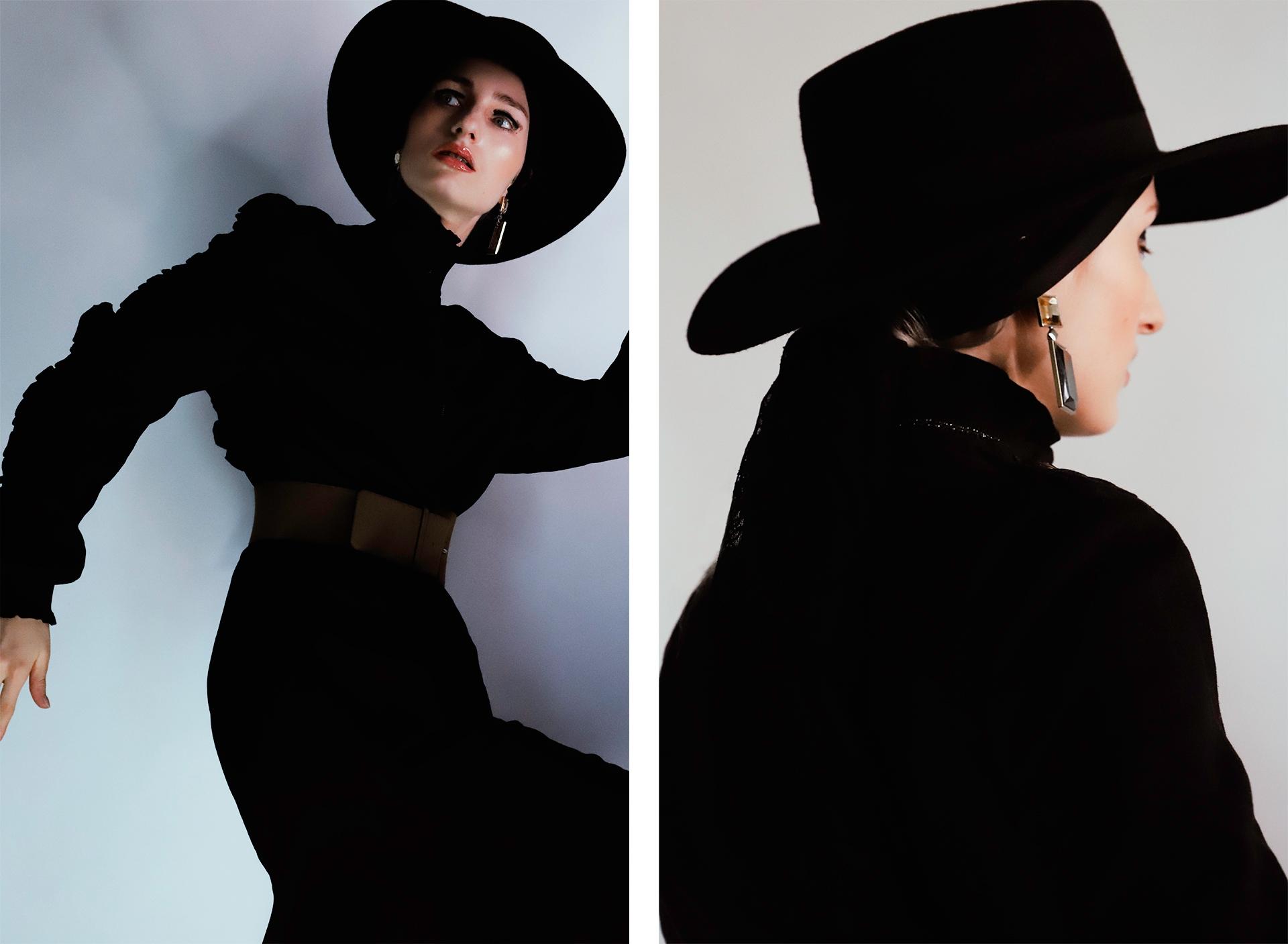 Obraz przedstawia dwa zdjęcia kobiety ubranej na czarno, w czarnym kapeluszu. Po prawej stronie kobieta stoi tyłem, po lewej przybrała nienaturalną pozę.