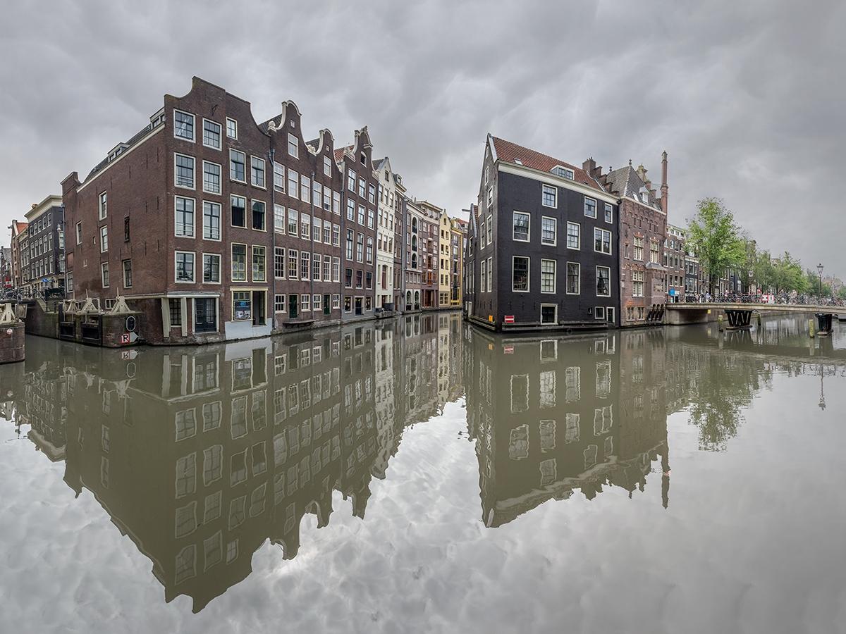 Damrak, Amsterdam (Study II - amsterdam - johnkosmopoulos | ello