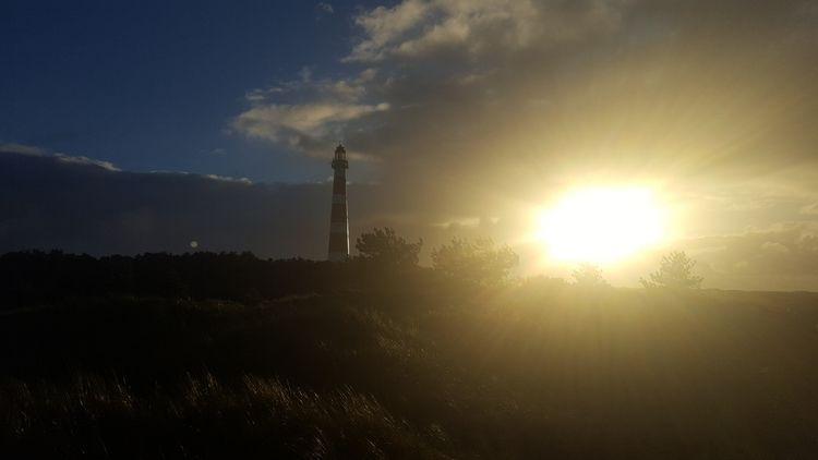 Light tower evening sun ( Amela - longackers | ello