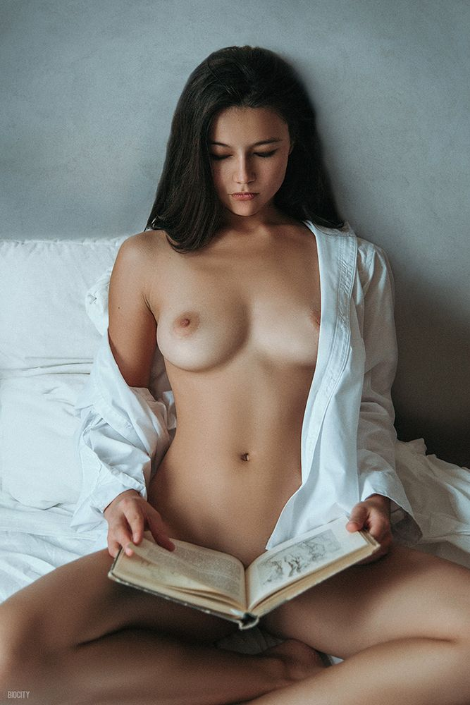 brunette, tits, naked, nude, reading - ukimalefu | ello