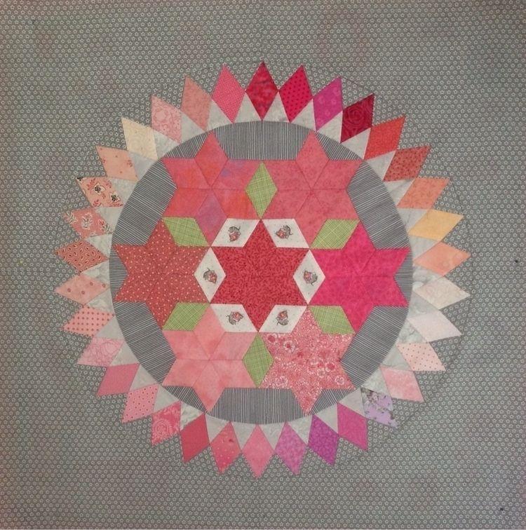 block Circle Sisters quilt Kare - stitcherydo | ello