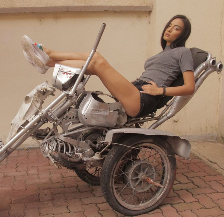 Riding bizarre mad vehicle - woman - cornelgin | ello