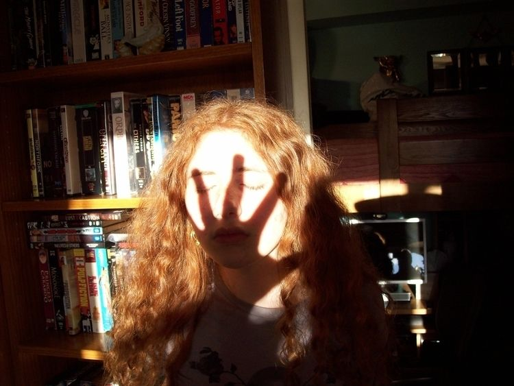 Slapped shadow - divinewind | ello