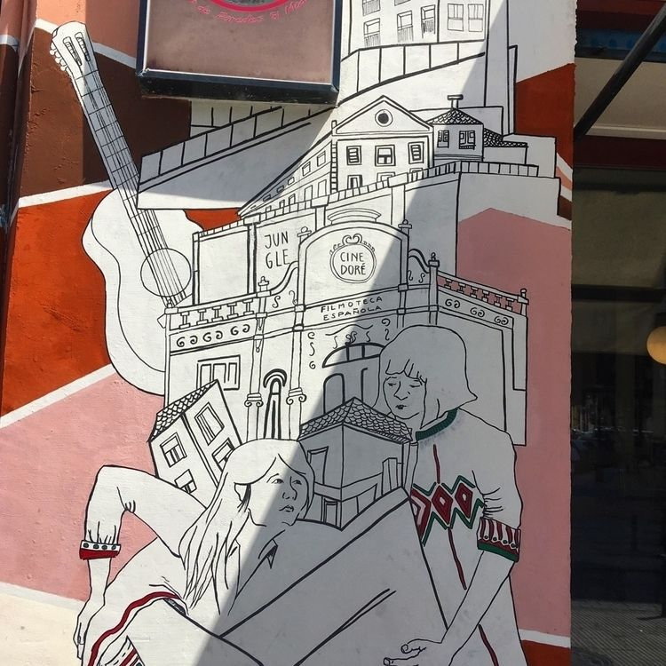 pink - Madrid, Lavapies, streetart - antoniofse | ello