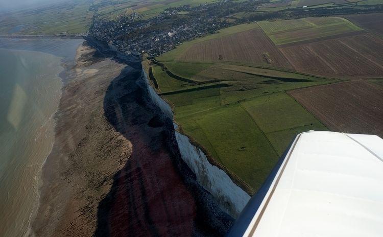 Ault-Onival sa falaise vue du c - gclavet | ello