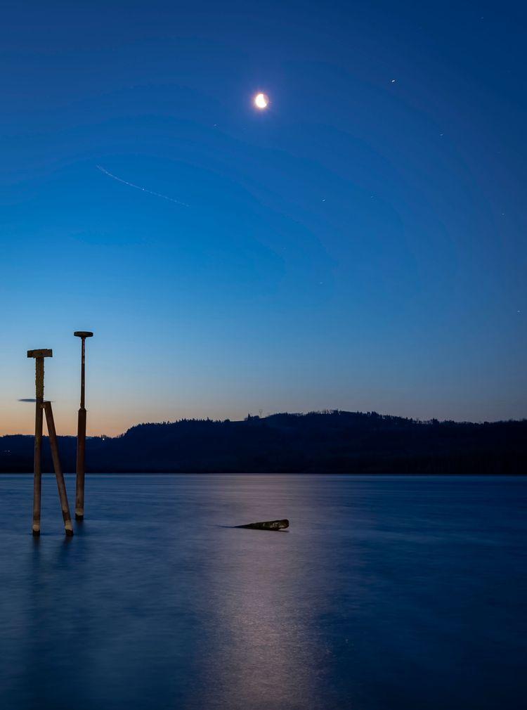 moon Columbia - therealjoestone   ello