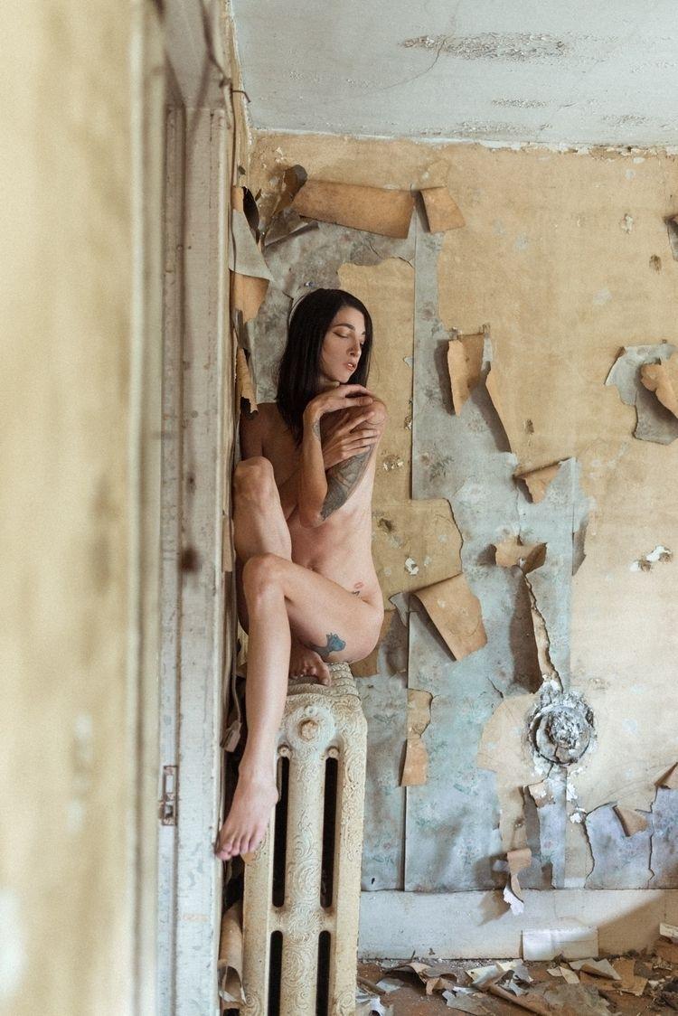 Falling Model, uncensored work - yungpeach | ello