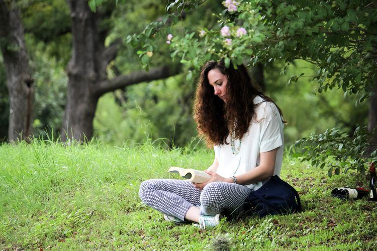 MhM - book, reading, girl, park - cleancutcrooks | ello
