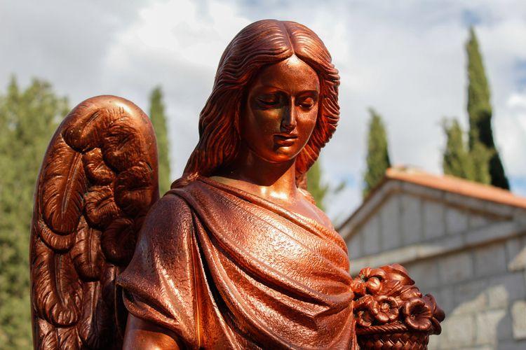 Angel statue cemetery (3) Place - jmariagarcia_fotografia | ello