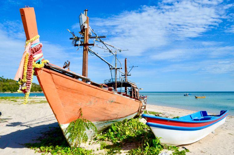 Koh Samui .. abandoned boats - davidheath | ello