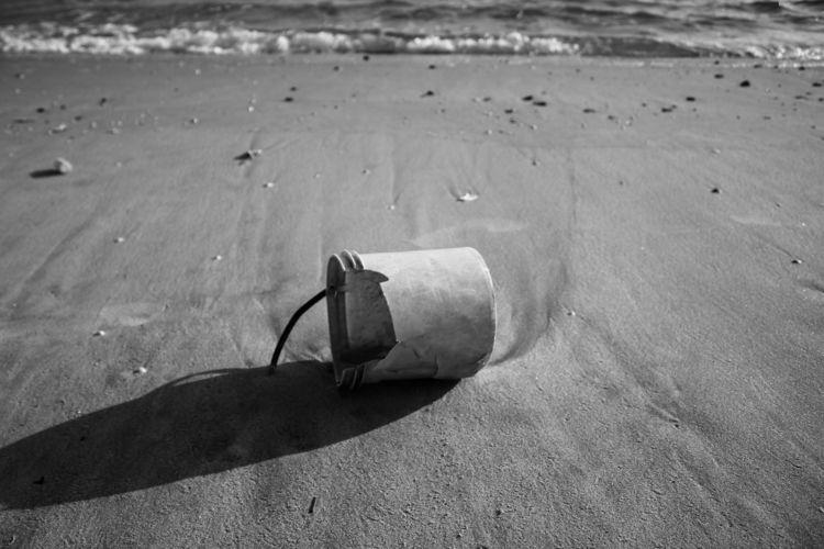 DEBRIS BEACH - saggio | ello