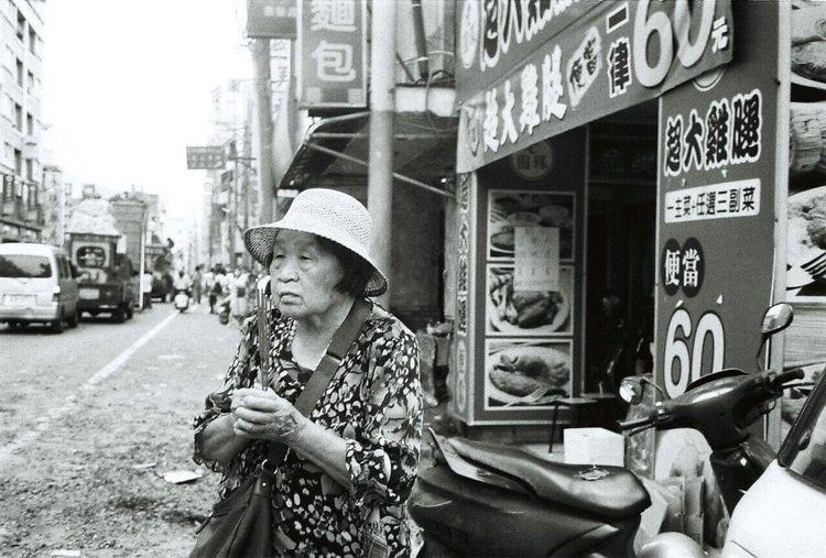 Faith - streetphoto_bw, streetphotography - kendou0508   ello