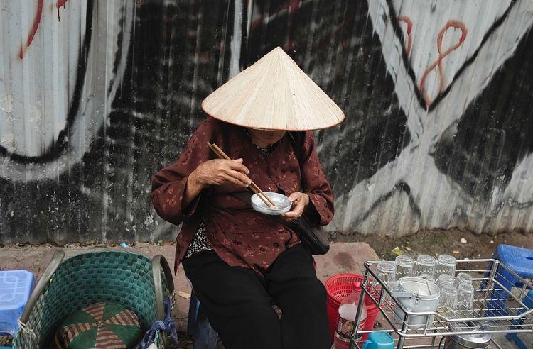 street vendor Ho Chi Minh City - athexphotographs | ello