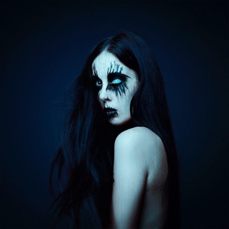 Photographer/Model: Fátima Ruiz - darkbeautymag | ello