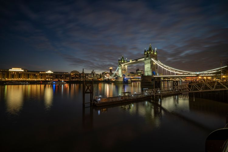 Night time River Thames couple  - notabene | ello