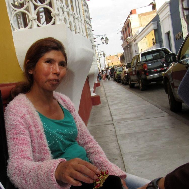Street Vendor Smile, Trujillo,  - electrovista   ello