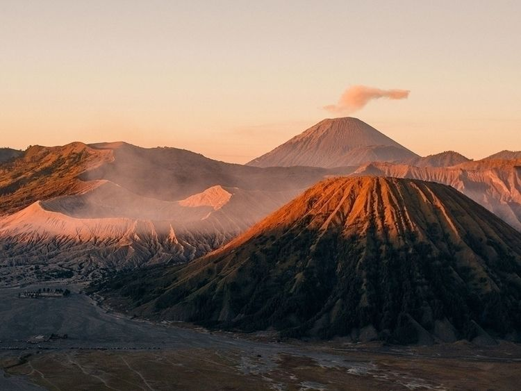 Mount Bromo, Indonesia. 3am hik - jorishermans | ello